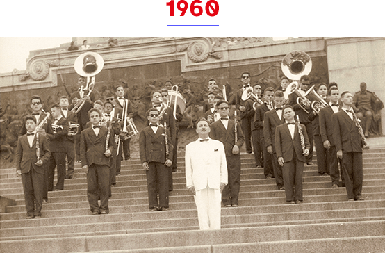 Começou a funcionar o curso de Locomoção para Cegos (atual Orientação e Mobilidade). Havia uma banda no Colégio e os alunos desfilavam na Festa da Independência.
